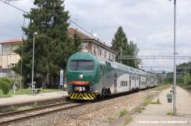 Il complesso TAF 14 (ALe426/ALe506 014) nella nuova livrea di Trenord effettua il treno 5348 Milano P.G.–Varese. (Gazzada, 26/07/2011; foto Paolo Di Lorenzo / tuttoTreno)