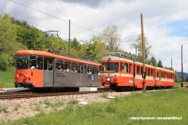 L'elettromotrice END 12 e l'elettrotreno 24 (BDe 4/8 24), ancora in livrea d'origine si incrociano a Stella, lungo la ferrovia del Renon. (23/05/2010; Helmut Petrovitsch / tuttoTreno)